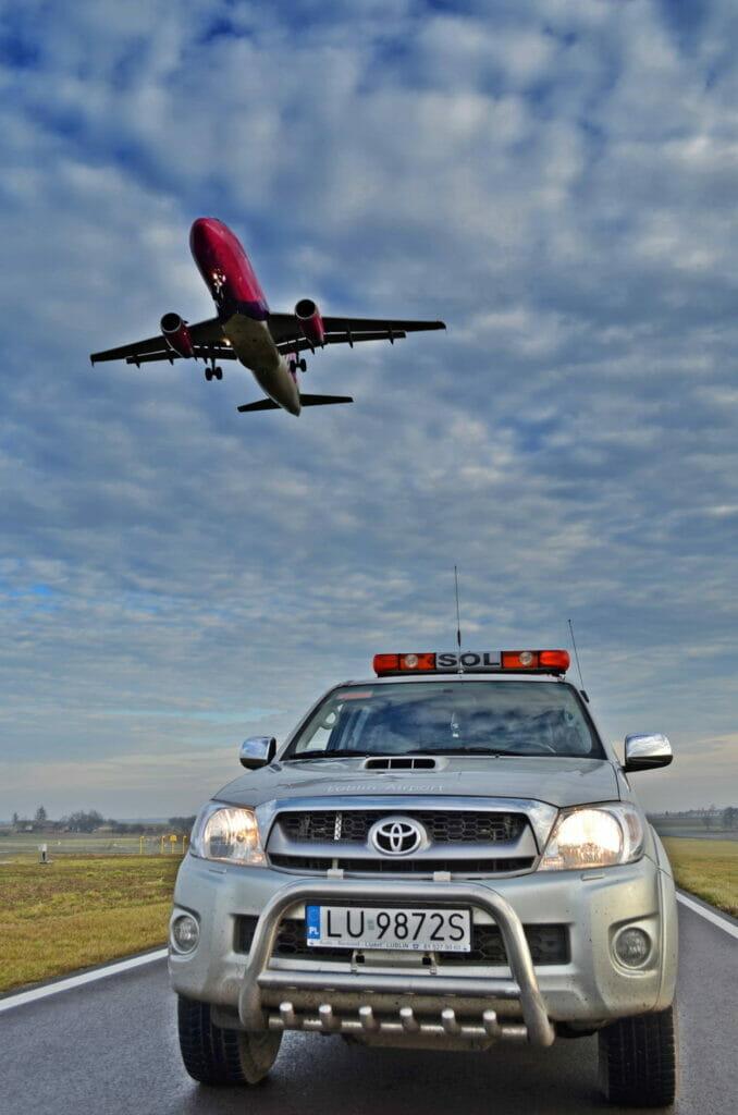 Szkolenia i ochrona samochód SOL